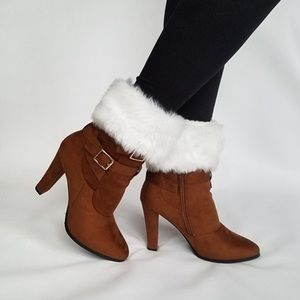 Super cute faux fur boot toppers 👢